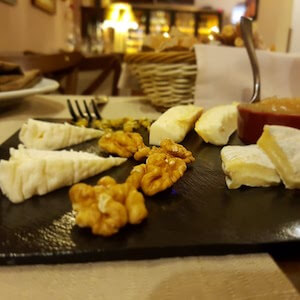Cheese And Wine Tasting in Rome