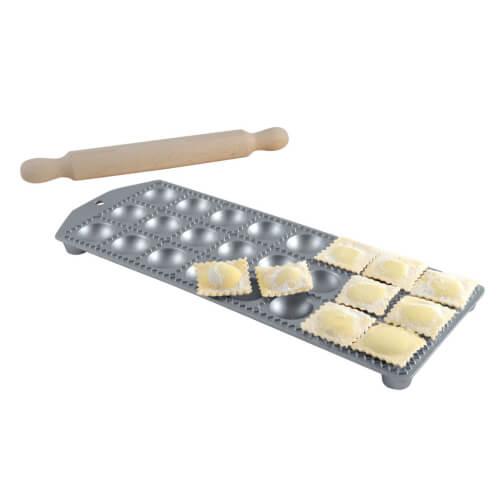 Round ravioli maker with rolling pin: 24 ravioli