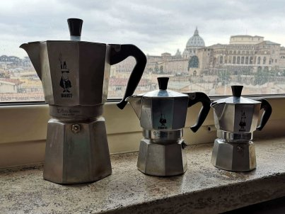 3 different sizes of the Bialetti moka coffe machine